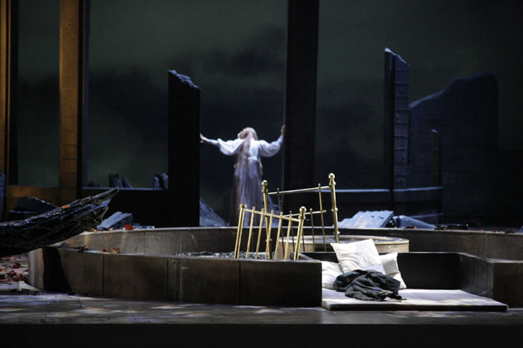 Kundry in the ruins - Bayreuth 2008
