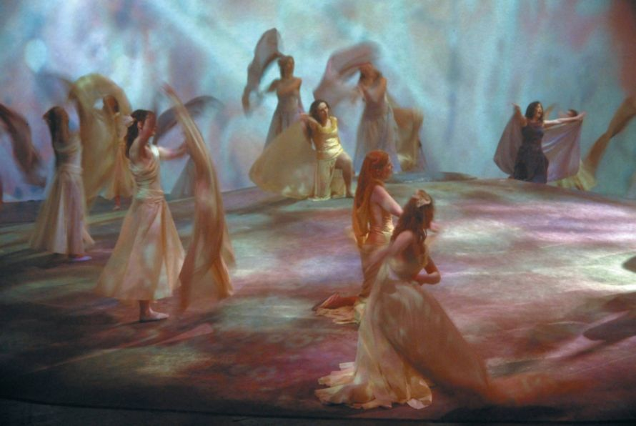 Magic maidens in the vintage Mannheim production